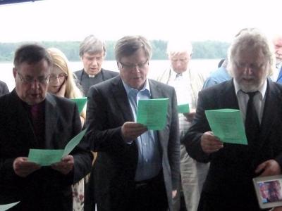 Arkkipiispa Jukka Paarma suoritti itämerren siunauksen risteilyllä